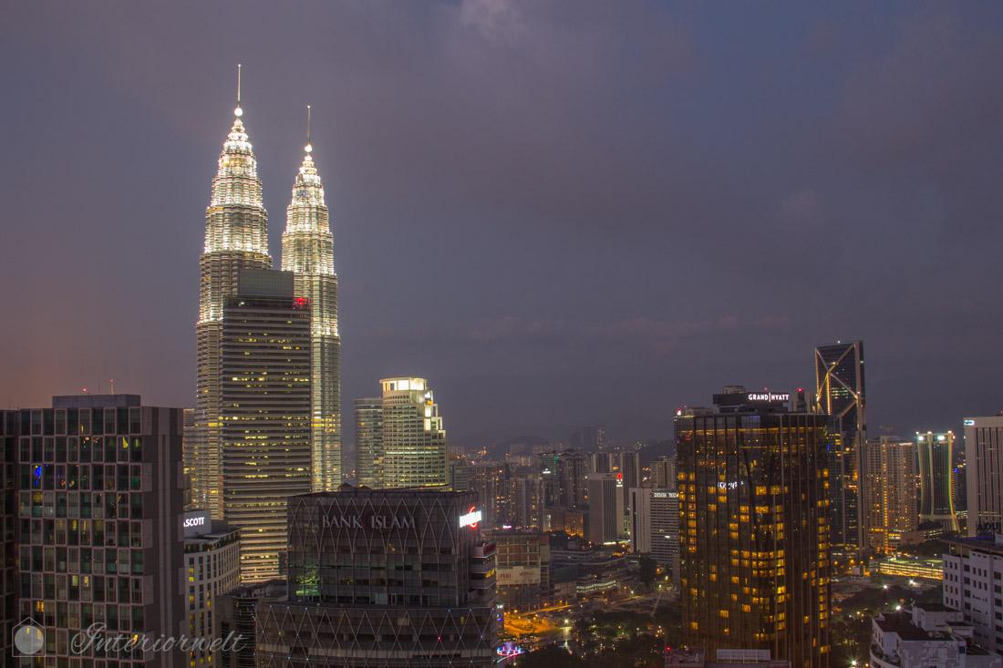 Aussicht auf Petronas Towers von der Heli Lounge Bar