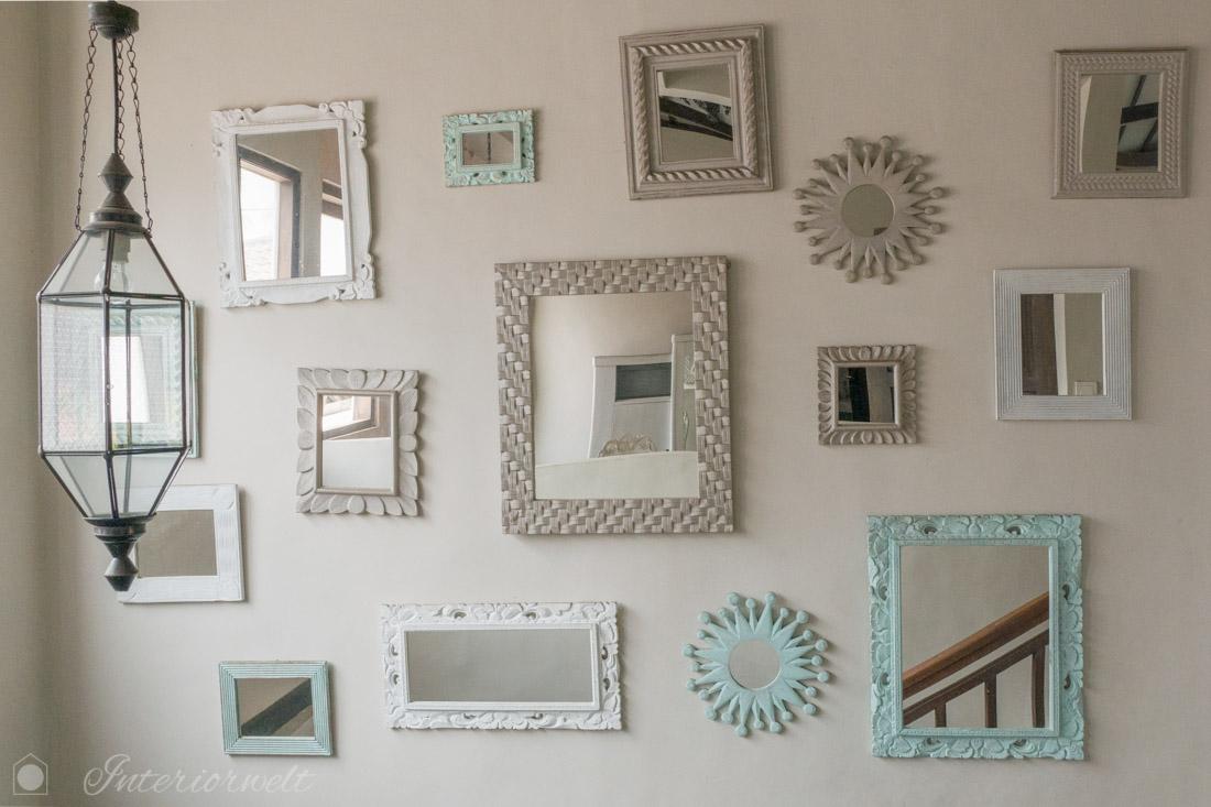 Spiegelwand über Treppe