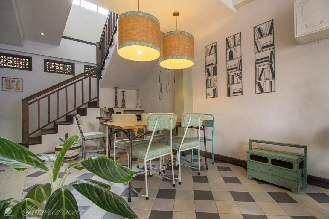 Mintfarbene Stühle im Dapur Bunda