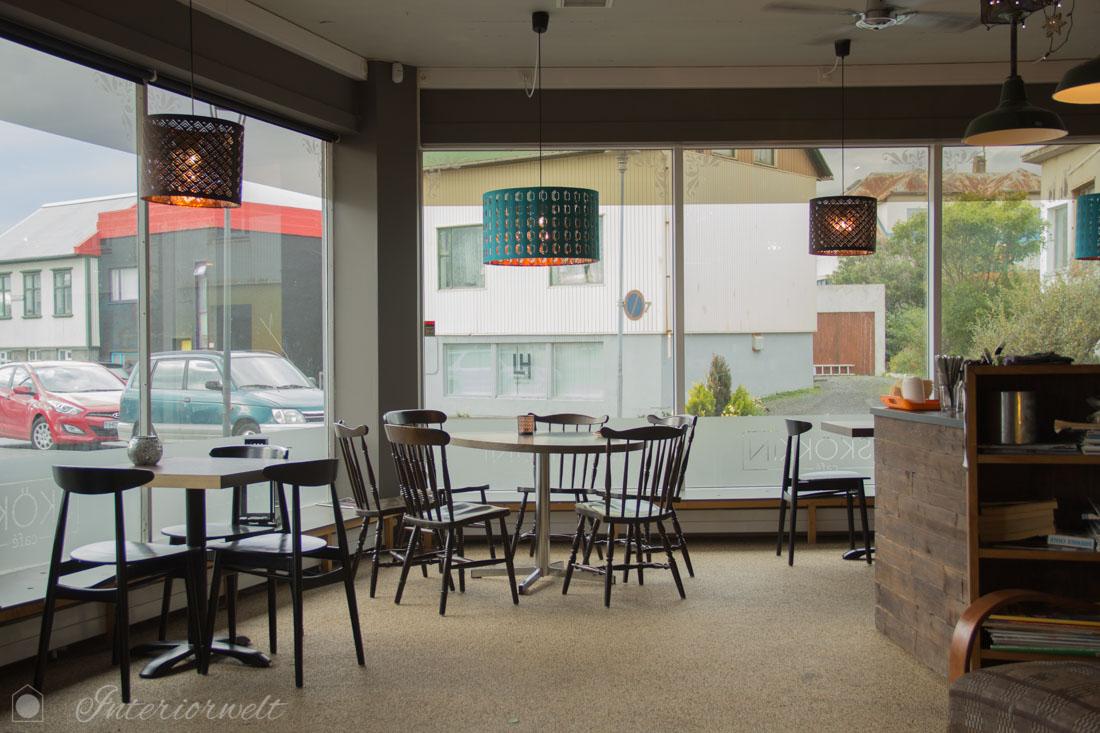 Einrichtung im Café Skokkin