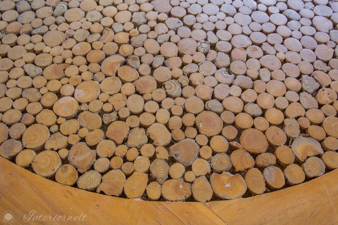 Tisch aus Stirnholz