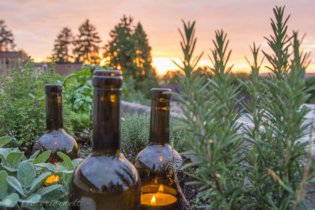 Weinflaschen als Windlichter