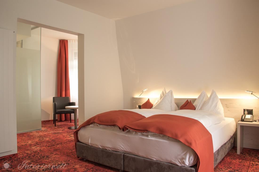Hotelzimmer rot