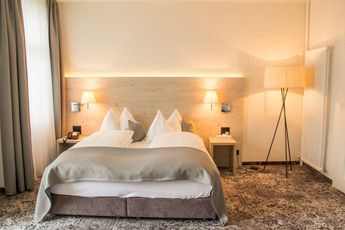 Hotelzimmer Grau